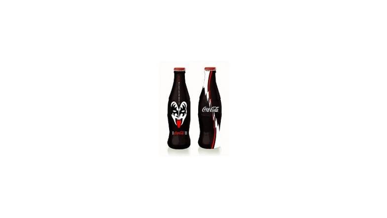 Gene Simmons ivrig efter Kiss Cola flaske