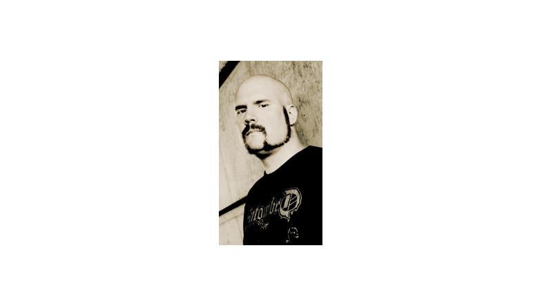 Tidligere forsanger i Scar Symmetry online med ny sang