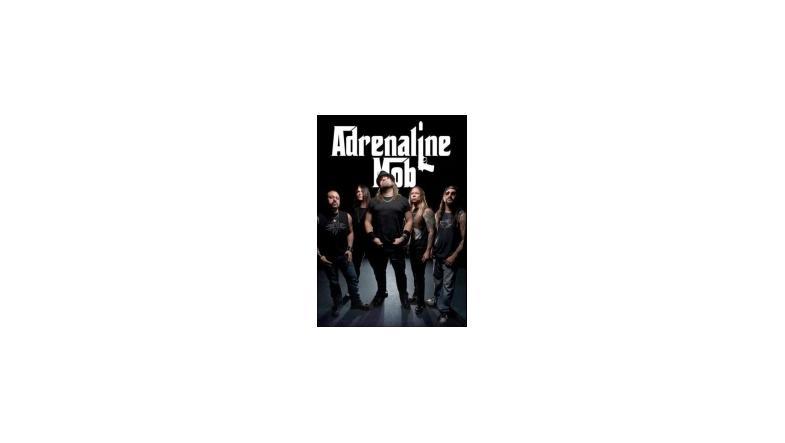 Adrenaline Mob mister guitarist og bassist